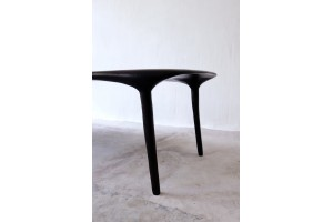 <a href=https://www.galeriegosserez.com/gosserez/artistes/loellmann-valentin.html>Valentin Loellmann </a> - One Piece - Table